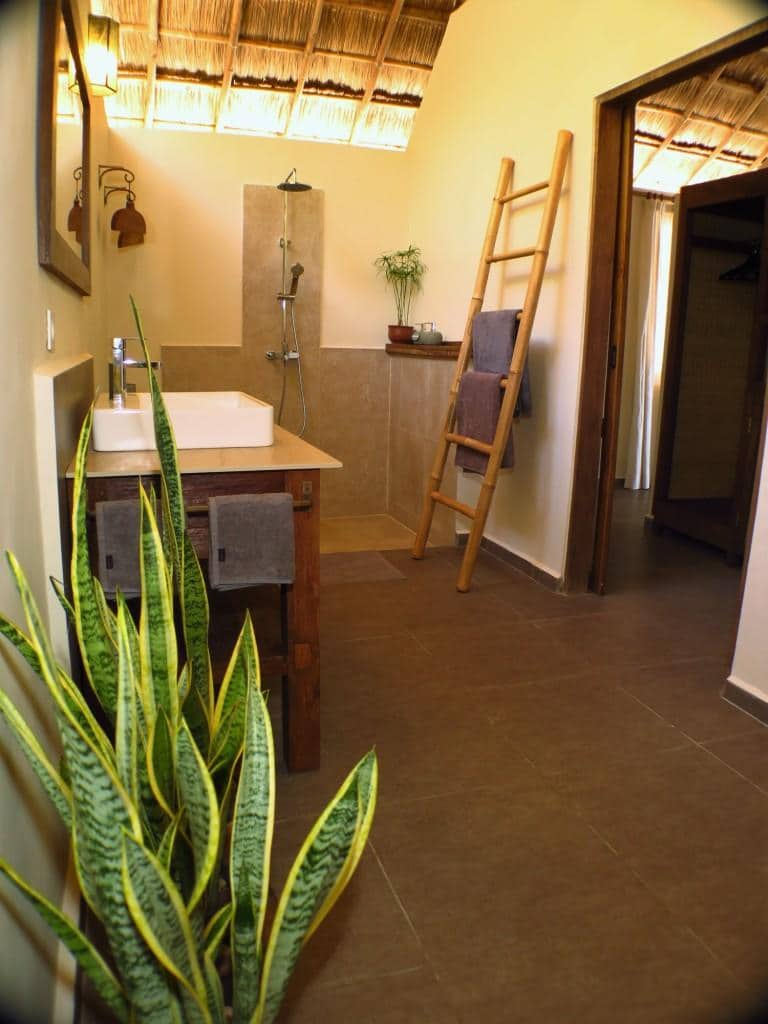 New bungalow at Alor Divers - The Bathroom